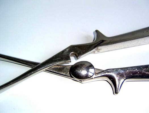 Naegelei's closing forceps